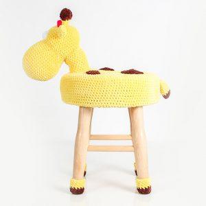 makuka - háčkovaná taburetka žirafa