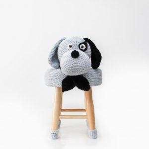makuka - háčkovaná taburetka pes
